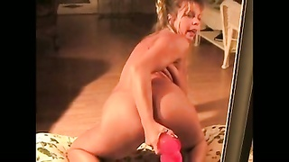 Amateur Mummy  Toys Both Her Vulva And Taut  Backdoor