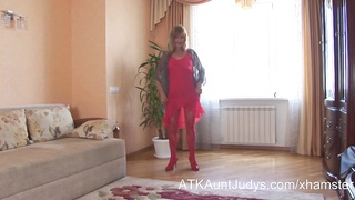 Blonde Mature Amateur Annabella Masturbates With A Toy